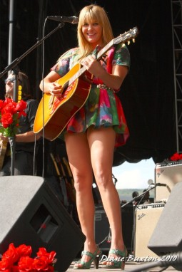 Grace-Potter-performing5