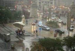 image of public square with monumental installation of statutes of Marilyn Monroe