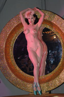 Dita Von Teese in pasties merkin and ballet shoes en pointe