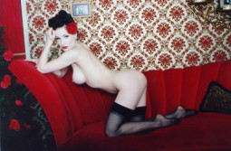 dita-nude-stockings-posing-couch