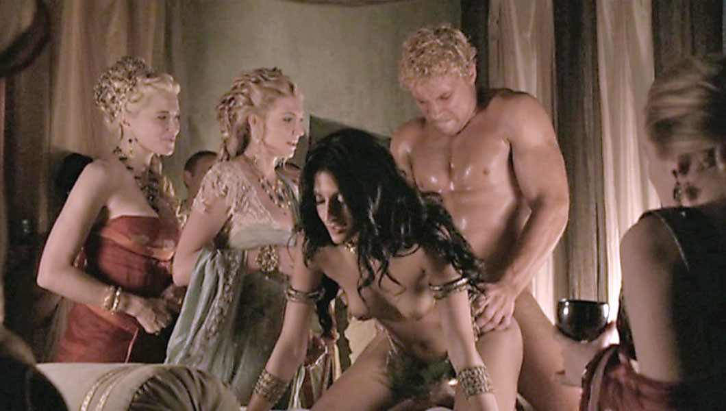 тут все эротика гладиаторы онлайн около зеркала
